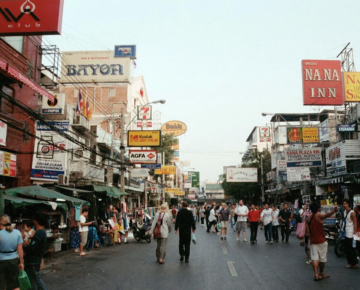 Khaosan_road_bangkok_thailand_mar_2003