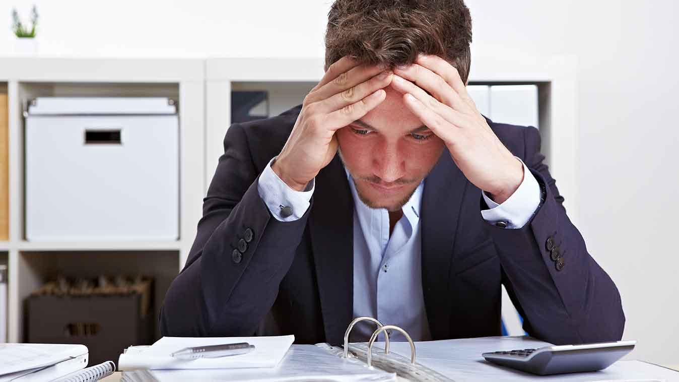 man-stressed-at-work-rawangpost